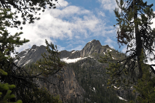 Surrounding mountain views along Cutthroat Lake Trail in Okanogan-Wenatchee National Forest