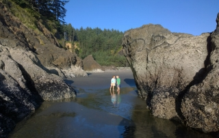 Cape Disappointment State Park exploring beach and sea stack rocks by campground