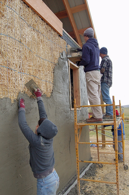 Plaster Wall Construction : Ellensburg barn straw bale plastering workshop