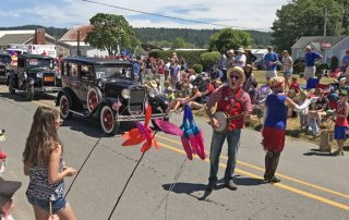 Maxwelton 4th of July parade Clinton Whidbey Island singers banjo player antique cars